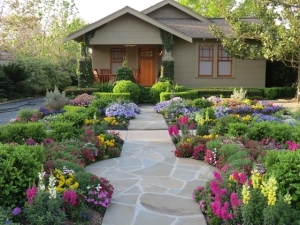 15 Clever and Inexpensive Ways to Brighten Up Your Garden