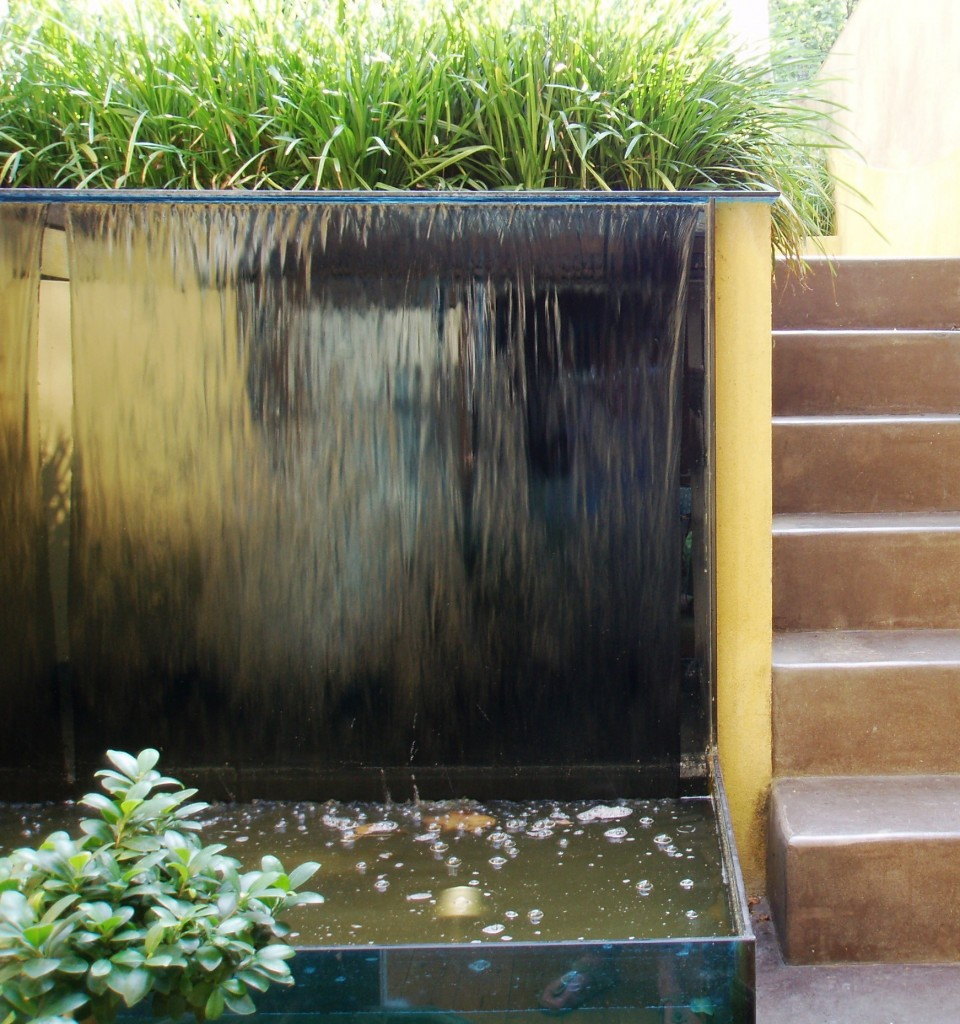 Garden-with-Glass-Water-Wall-and-Polished-Concrete-Steps-960x1024