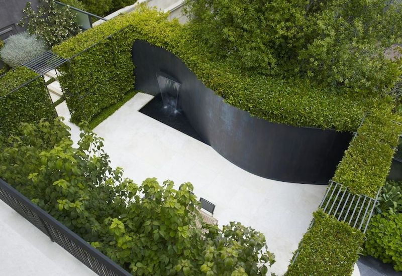 am1azing-water-feature-curved-garden-wall