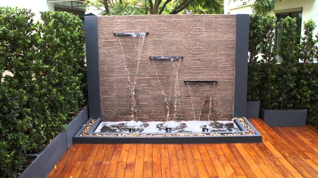 Spectacular Garden Water Wall Ideas
