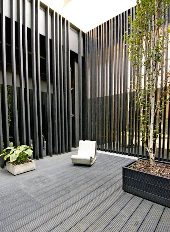 Black Fence themodernhouse.net resized