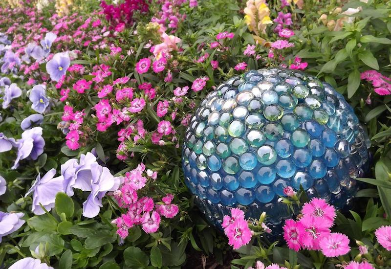Ideas for spectacular diy garden balls garden lovers club we hunted down an assortment of diy guides across the internet to bring you the very best projects to add some sparkle and surprise to your garden solutioingenieria Images