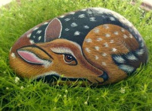 10 Painted Rock Ideas For Your Crafty Garden