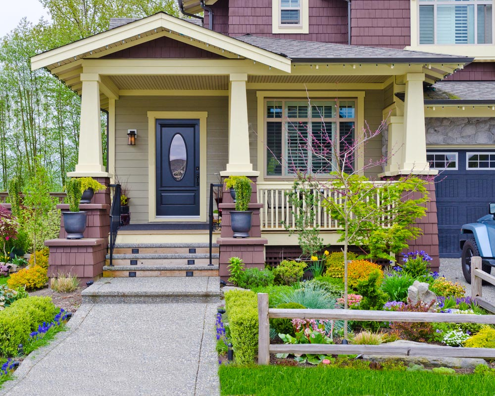 22 Appealing Front Yard Landscaping Ideas and Designs ... on Bungalow Backyard Ideas id=11528