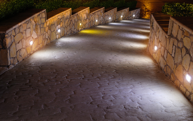 outdoor-path-lighting-02sm