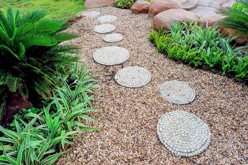 So we showed you an example of stone walking paths already, but this idea is all about flaunting the stones, rather than sinking them discreetly into the lawn. The project above set the broad circular stones into a pebble garden, where they appear to float over the surface, but you could set yours onto the soil or other types of ground as well.